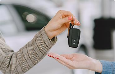 После подписания  договора покупателю предаются ключи