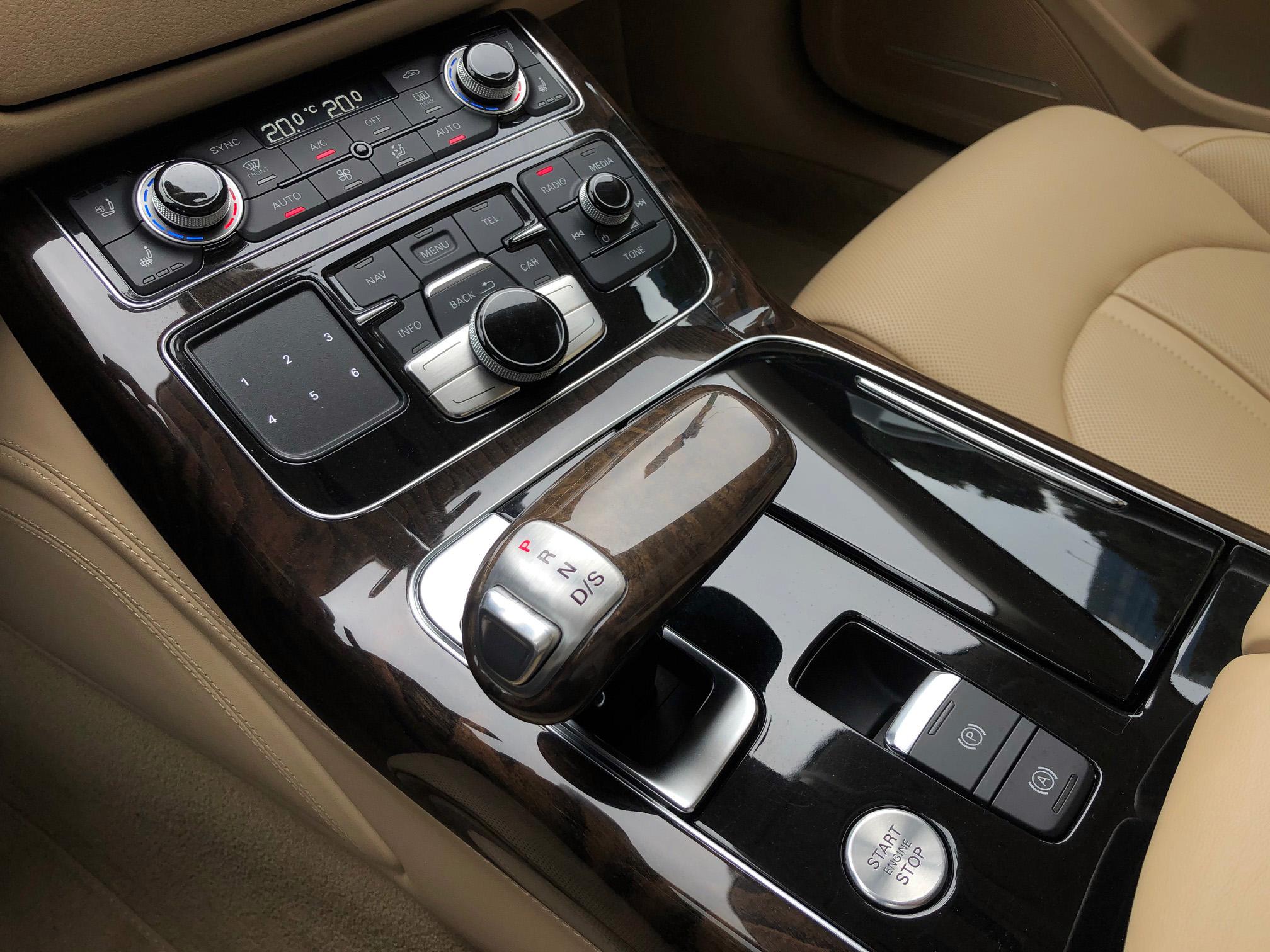 Купить Audi A8 (Белый) - Автопарк Ставрополь