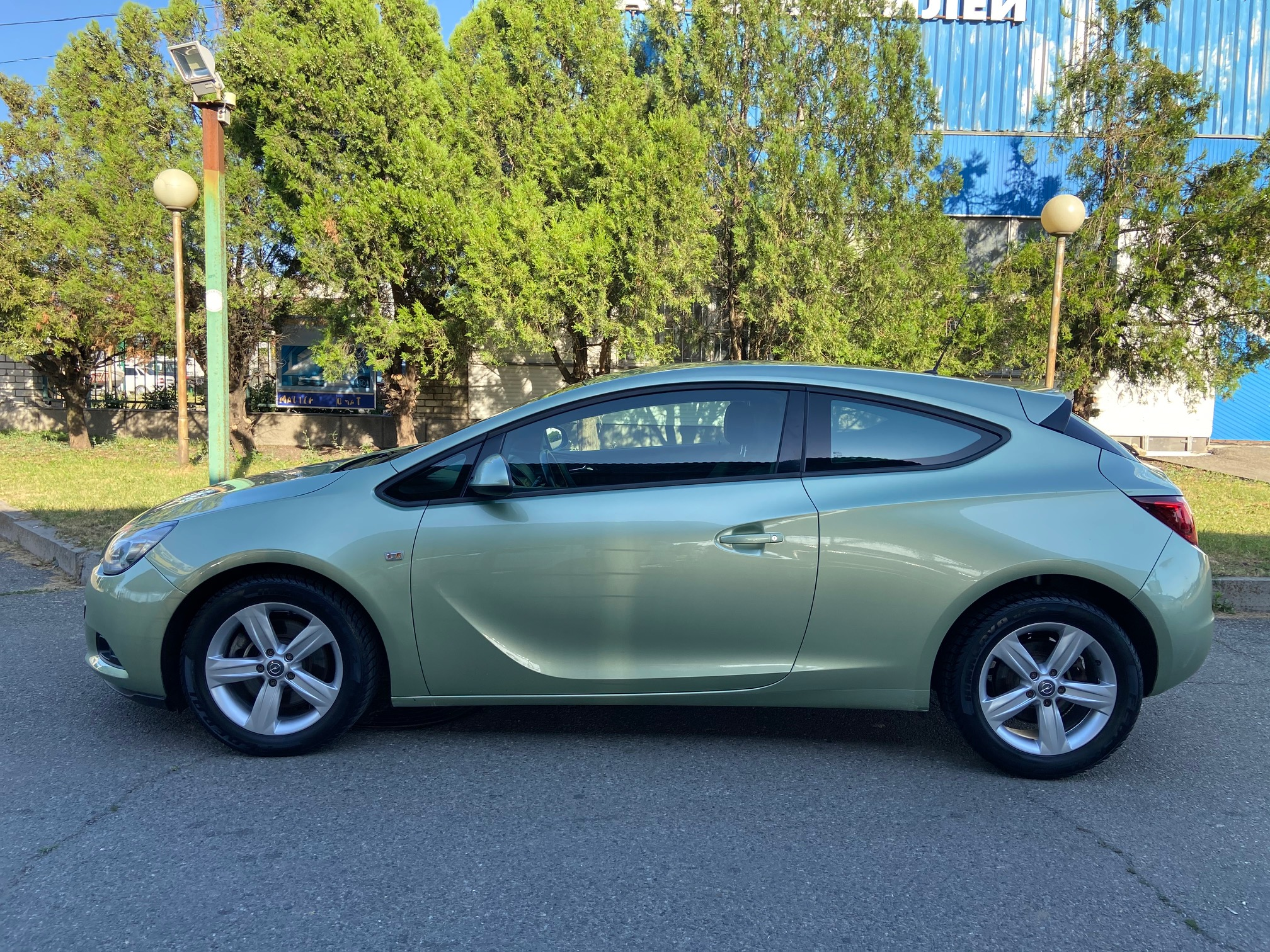 Купить Opel Astra GTC (Серо-зелёный) - Автопарк Ставрополь
