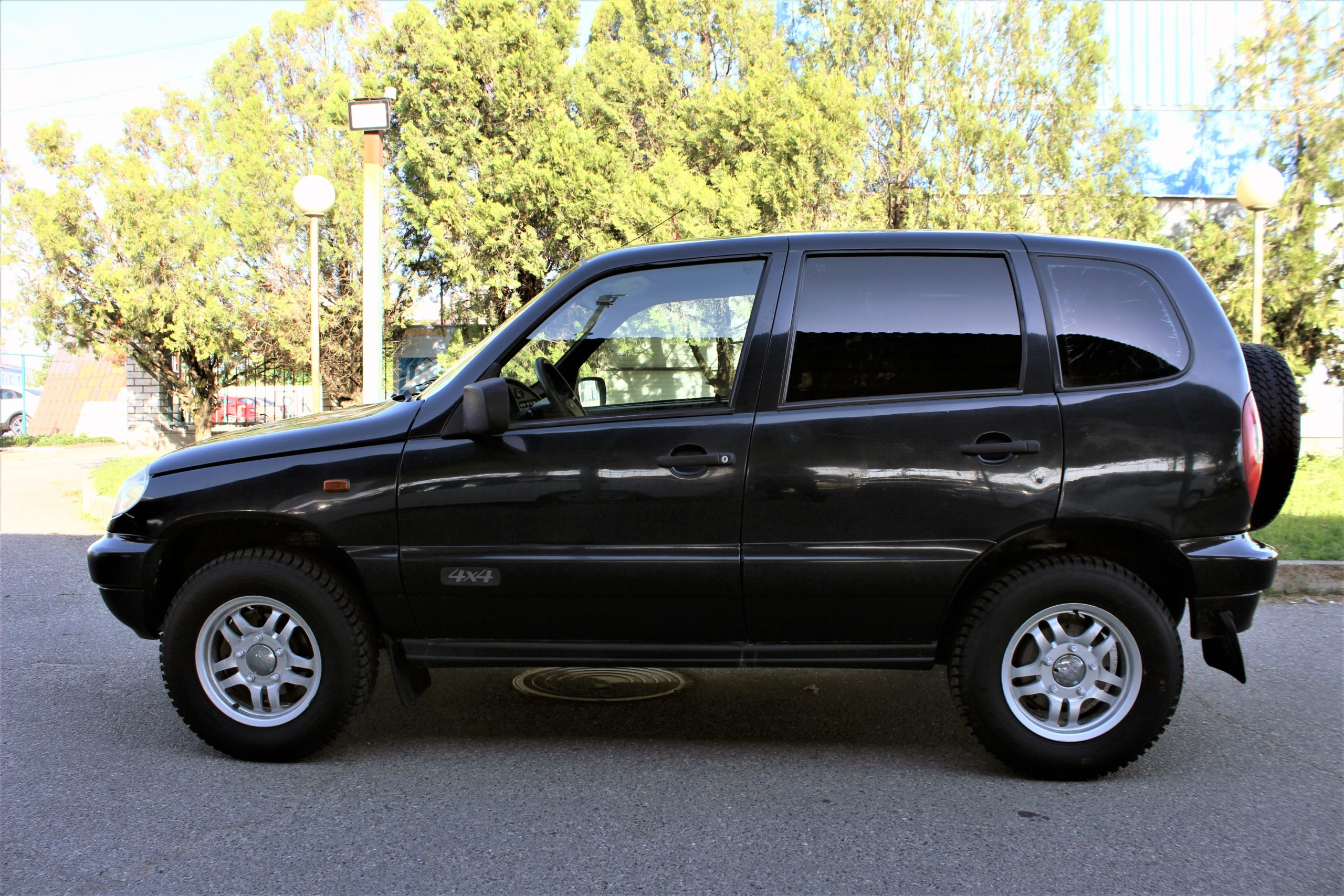Купить Chevrolet Niva (Чёрно-синий металлик) - Автопарк Ставрополь
