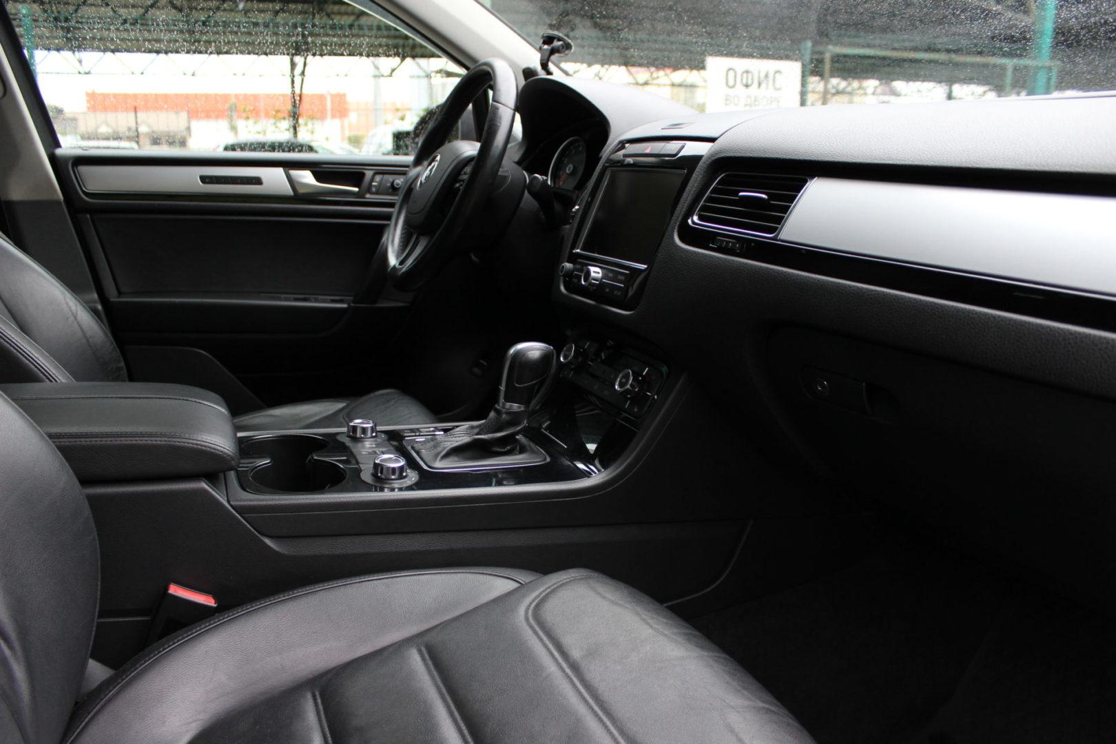Купить Volkswagen Touareg (Чёрно-серый) - Автопарк Ставрополь